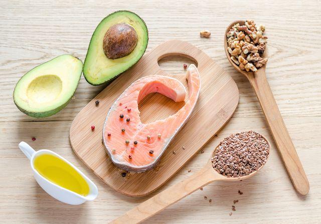 การกินคีโตเจนิค Ketogenic diet superfood ไขมันดี มีในแซลมอน อะโวคาโด เมล็กแฟลกซ์ superfood น้ำมันสกัดเย็น น้ำมันมะกอก