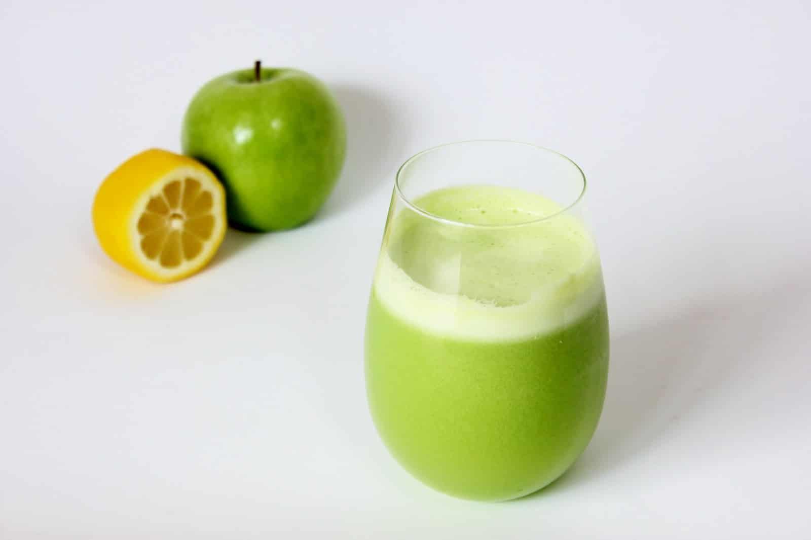celery kale juice วิธีทำสมูทตี้ลดหน้าท้อง เคล ซุปเปอร์ฟู้ด organic superfoods seeds Thailand healthplatz