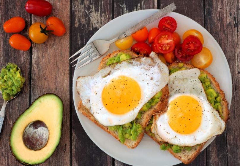 ไอเดีย อาหารคลีน ลดน้ำหนัก Avocaofo toast eggs healthplatz