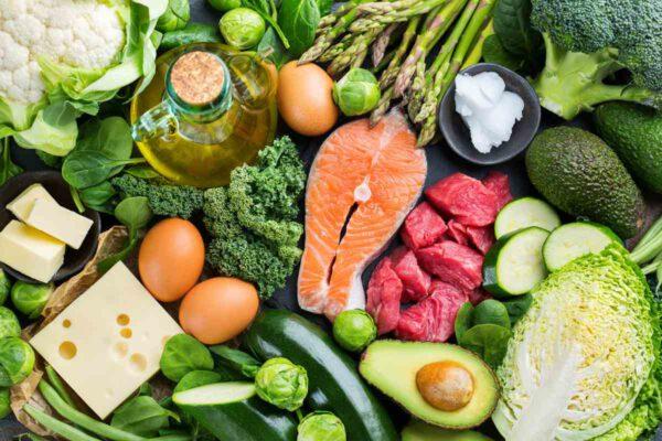 คีโตหรือโลว์คาร์บดีกว่ากัน คีโตเจนิคอาหารที่ทานได้อาหารที่คีโตทานได้-keto-diet-meat and vegetables Healthplatz